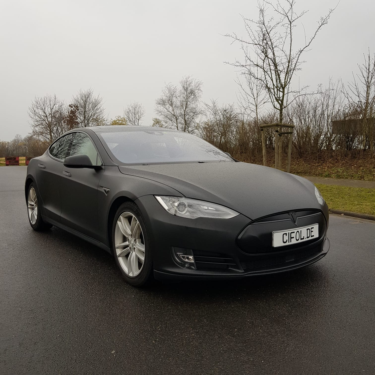 Premiumfolierung Tesla Model S in matt schwarz